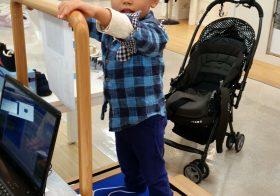 米子・しんまち天満屋での子どもの足型計測会